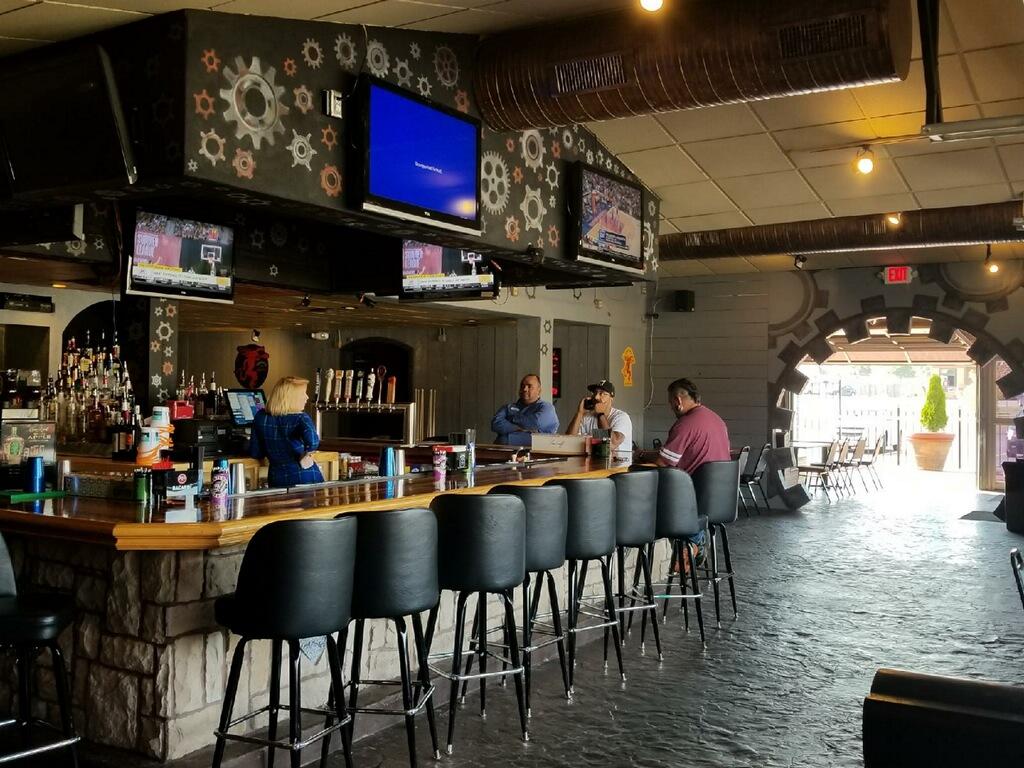 Rhythm and Booze shawnee South Shawnee Kansas inside facing bar